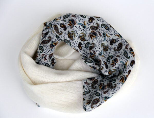 Infinity scarf, white